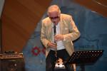 Lajos Dudas spielt auf der Klarinette