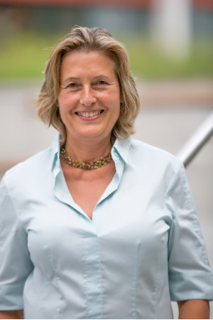 Portrait des Gemeinderat Mitglieds Julia Naeßl-Doms.