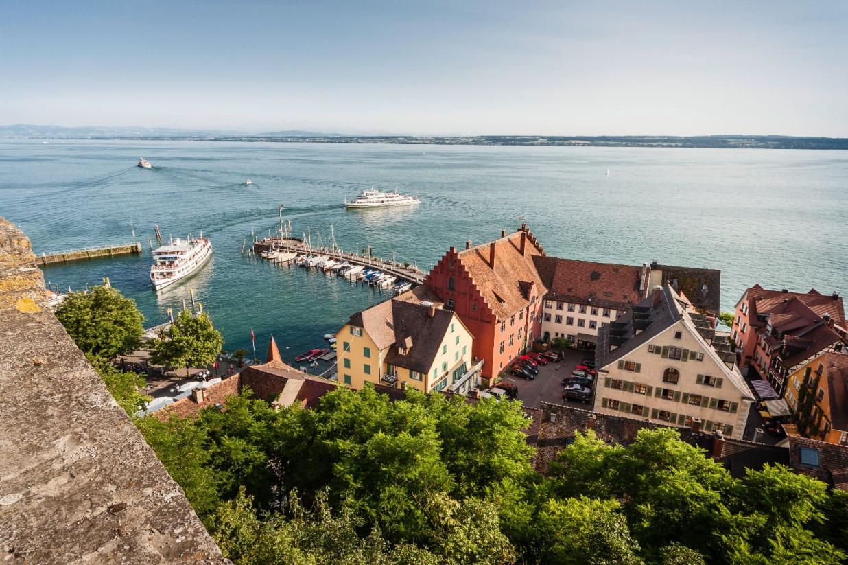 Blick auf Hafen und Unterstadt